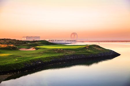 Yas Links Abu Dhabi - One of the Best Finishing Streches in Golf