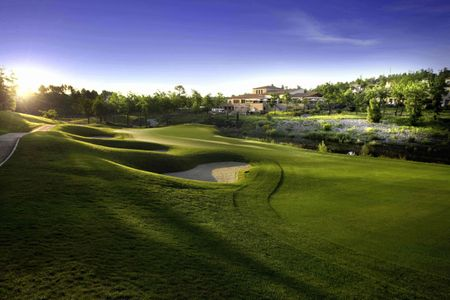 Terre Blanche Hotel Spa Golf Resort - Le Riou Cover