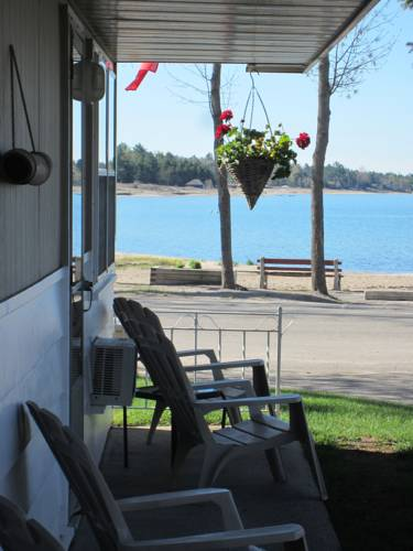 Balm Beach Resort and Motel Cover Picture