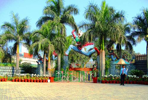 Airport Motel / Aapno Ghar Resort Cover Picture