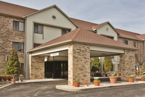 La Quinta Inn & Suites Milwaukee Delafield Cover Picture