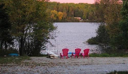 Chalet-condos du Lac Cayamant Cover Picture