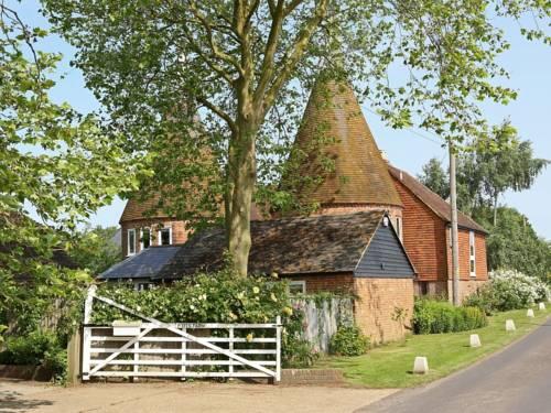 Potts Farm Oast Cover Picture