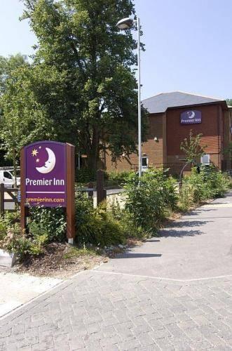 Premier Inn Portsmouth (Horndean) Cover Picture
