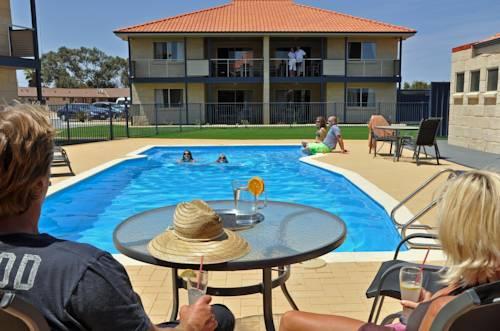 Pinnacles Edge Resort Cover Picture