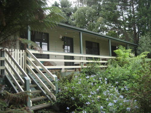 Warburton Holiday House Cover Picture