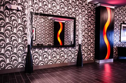 Hampton Inn & Suites DuPont Cover Picture