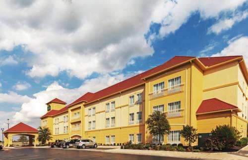La Quinta Inn & Suites Shawnee Cover Picture