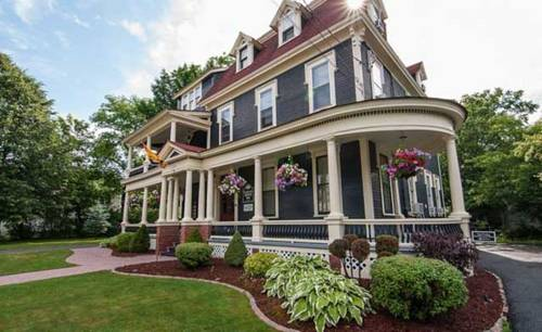 Carriage House Inn Cover Picture
