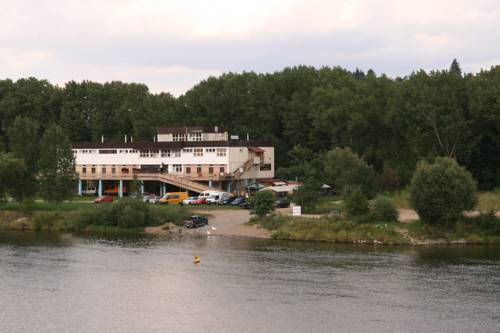 Hostel Boathouse Cover Picture