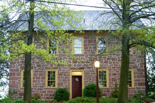 Brownstone Colonial Inn Cover Picture