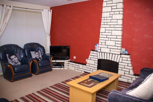 Modern Holiday Home in Rutherglen Cover Picture