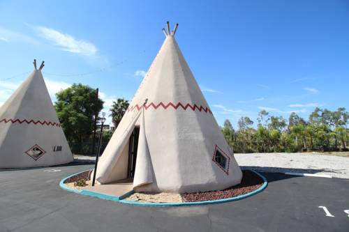 Wigwam Motel Cover Picture