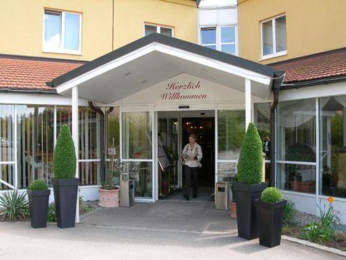 Waldhotel Gut Matheshof Cover Picture