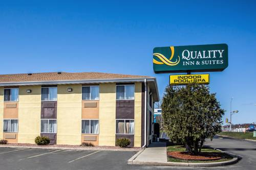 Quality Inn & Suites West Bend Cover Picture