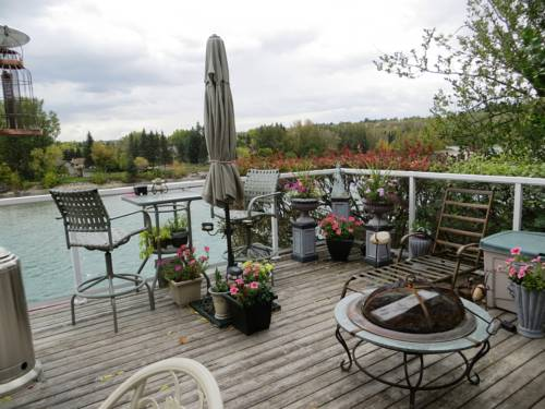 Along River Ridge Bed & Breakfast Cover Picture