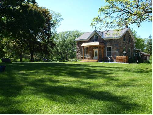 Red Fox Acres Bed and Breakfast Cover Picture