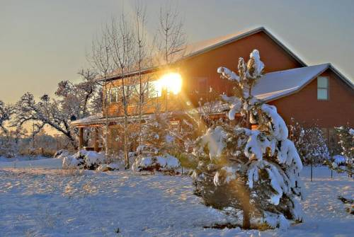 Yellowstone River Lodge, Cabins and B & B Cover Picture