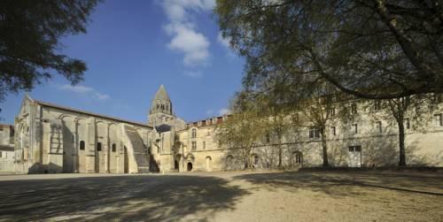 Les Chambres de l'Abbaye Cover Picture