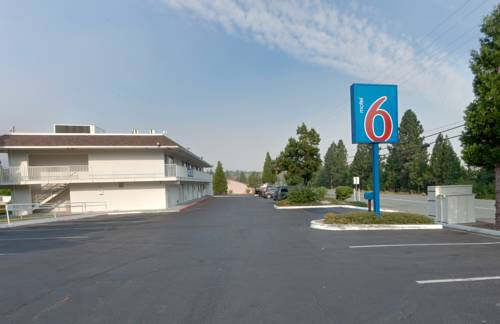 Motel 6 Weed - Mount Shasta Cover Picture