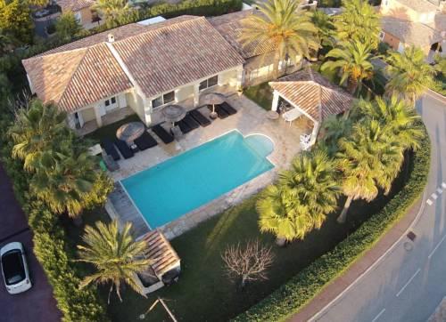 Luxueuse Villa Récente à Saint Raphaël de Plain Pied Cover Picture
