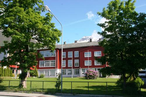 Møre Folkehøgskule Sommerhotell Cover Picture