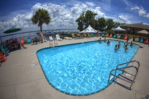 Crystal Cove Riverfront Resort Cover Picture
