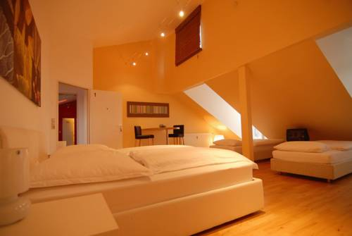 Dreamhouse - rent a room Cover Picture