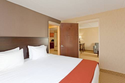 Holiday Inn Express Hotel & Suites Dover Cover Picture
