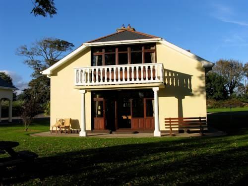Gold Coast Cottages & Villas Cover Picture