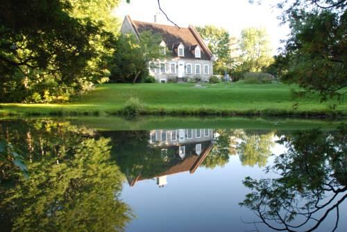 La Maison Deschambault Cover Picture