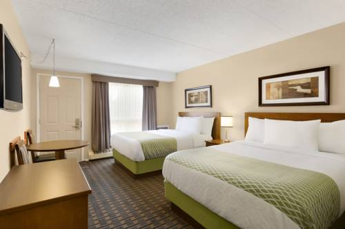 Colonial Square Inn & Suites Cover Picture