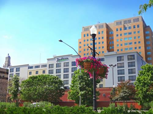 Radisson Quad City Plaza Hotel Cover Picture