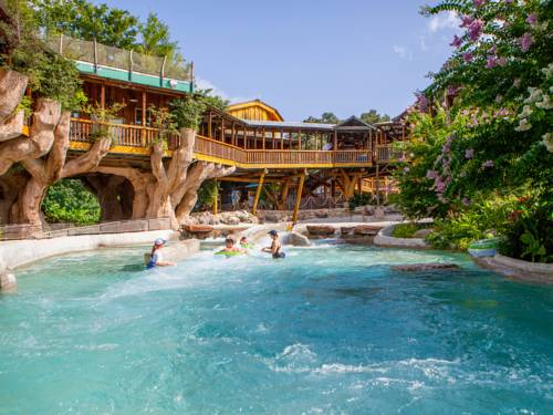The Resort at Schlitterbahn Cover Picture