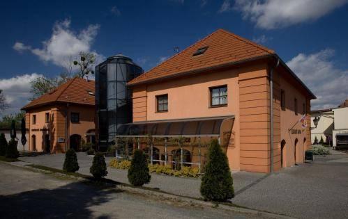 Zámecký Hotel Zlatý Orel Cover Picture