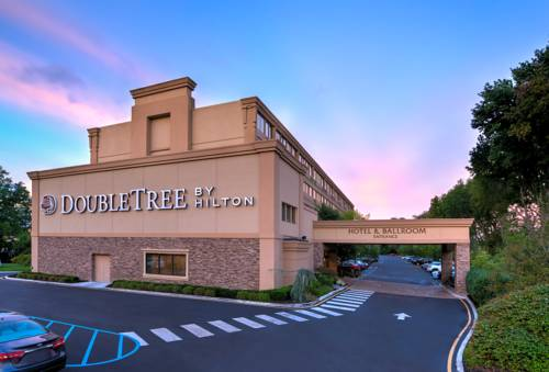 DoubleTree by Hilton Tinton Falls-Eatontown Cover Picture