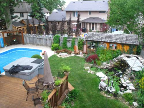 Twin Lakes Retreat Bed and Breakfast Cover Picture