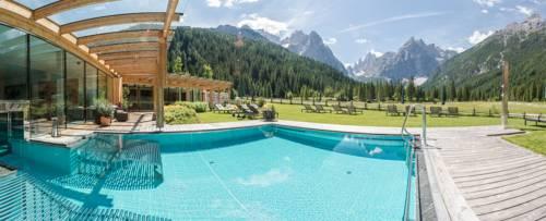Hotel Dolomitenhof & Chalet Alte Post Cover Picture