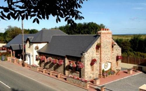 New Overlander Restaurant & Accommodation Cover Picture