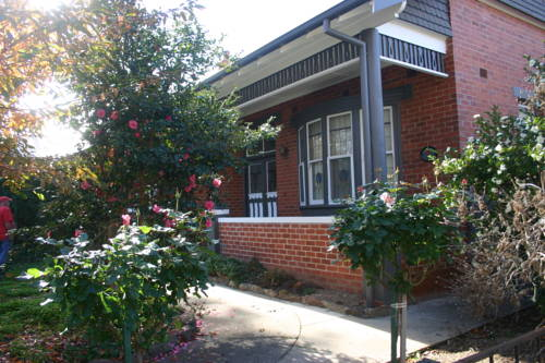 Executive Cottages Albury Cover Picture