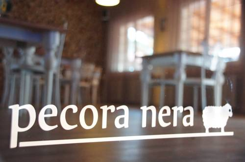 Country-House Pecora Nera Cover Picture