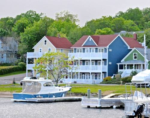 The Water's Edge Inn & Gallery Cover Picture