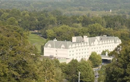 Hilton Pearl River Cover Picture