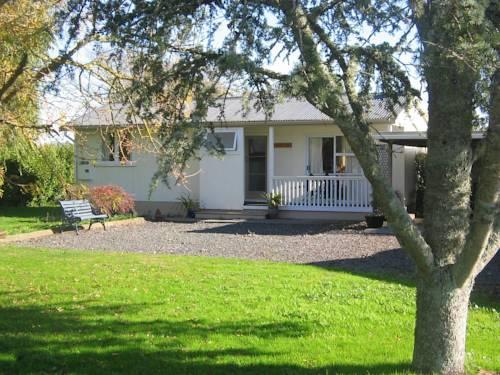 Magnolia Cottage Cover Picture