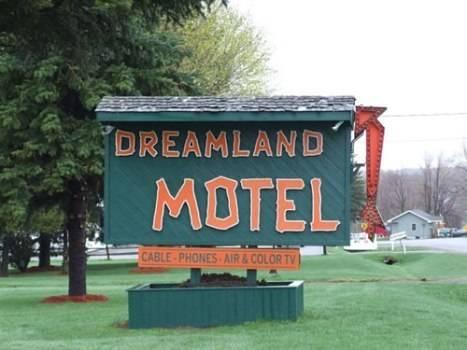 Dreamland Motel Cover Picture