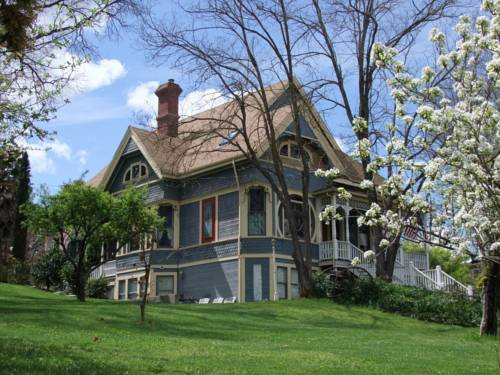 Robin's Nest Bed & Breakfast Cover Picture