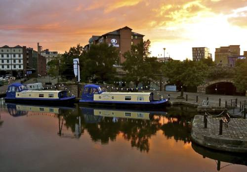 Houseboat Hotels Cover Picture