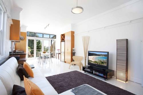 Bondi Beach Breeze - A Bondi Beach Holiday Home Cover Picture