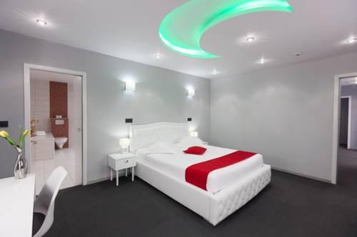 Hotel Phenix Cover Picture