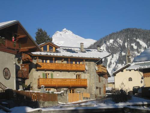 Chalet Tarine Cover Picture